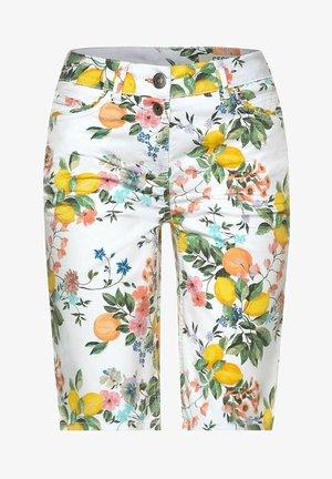 MIT PRINT - Shorts - weiß