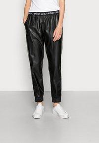Liu Jo Jeans - PANT SPALMATO - Trousers - nero - 0