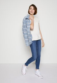 TOM TAILOR DENIM - Basic T-shirt - gardenia white - 3