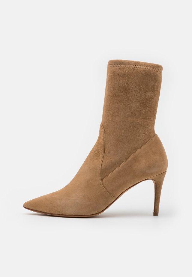 Kotníkové boty - montone