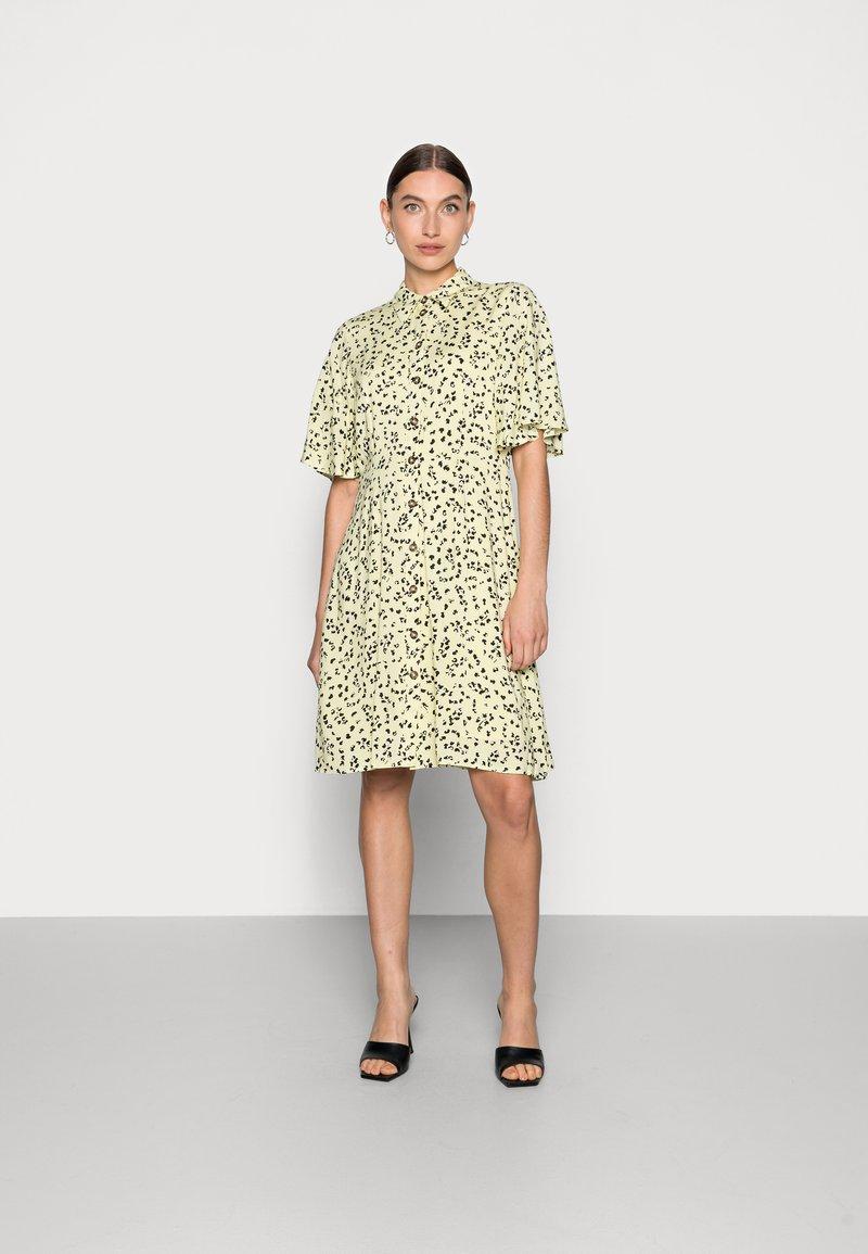 Selected Femme - UMA SHORT DRESS - Shirt dress - young wheat