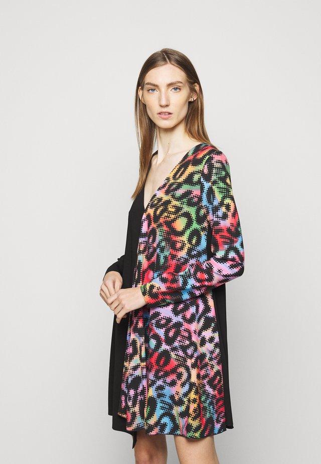 Kjole - multicolor