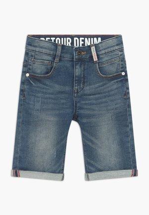 LOEK - Short en jean - medium blue denim