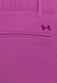 Under Armour - LINKS PANT - Kalhoty - baltic plum - 4