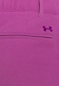 Under Armour - LINKS PANT - Spodnie materiałowe - baltic plum - 4
