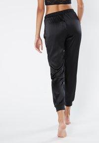Intimissimi - LANGE HOSE AUS SEIDE UND LYOCELL - Pyjama bottoms - black - 2