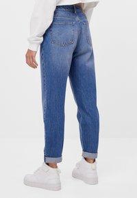 Bershka - MIT UMSCHLAG  - Jeans baggy - blue - 2