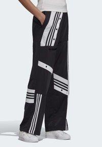 adidas Originals - DANIËLLE CATHARI JOGGERS - Pantalon de survêtement - black - 3