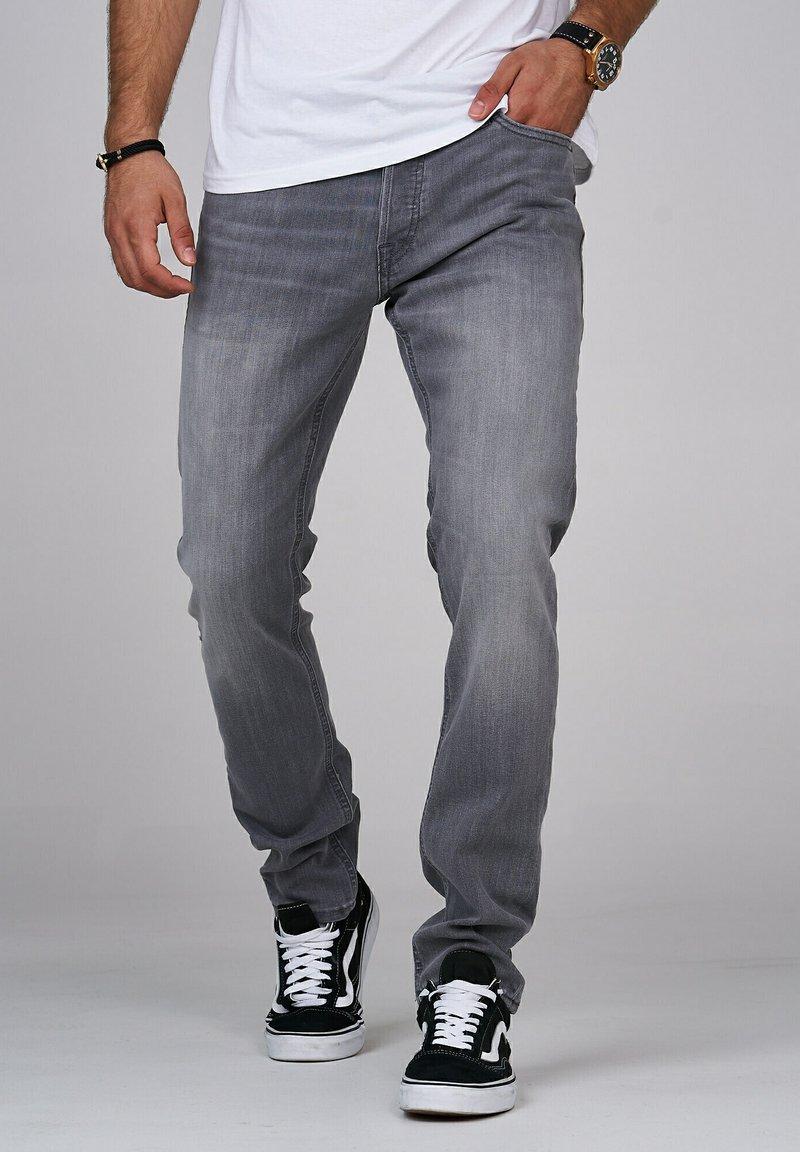 Jack & Jones - CLARK JJARIS  - Straight leg jeans - grey denim