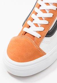 Vans - STYLE 36 - Sneakersy niskie - apricot buff/true white - 6
