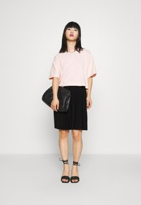 Selected Femme Petite - SLFALEXIS SHORT SKIRT - A-line skirt - black - 1