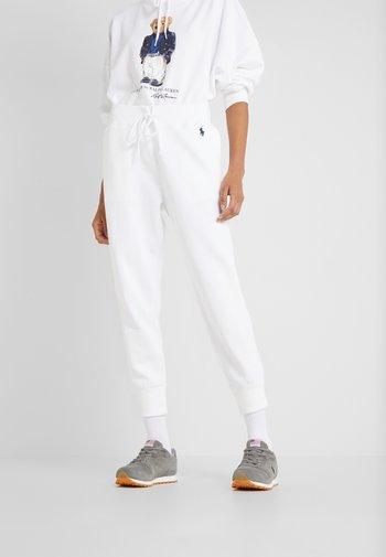 SEASONAL - Pantaloni sportivi - white