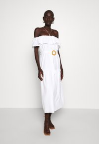 Missguided Tall - BARDOT TIERED SMOCK MIDI DRESS - Denní šaty - white - 0