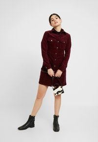 New Look Petite - BODYCON DRESS - Shirt dress - red - 2