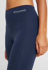 Hummel - HMLTIF  - Tights - black iris - 4