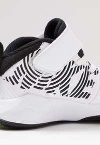 Nike Performance - TEAM HUSTLE 9  - Basketball shoes - white/black/volt - 2