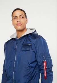 Alpha Industries - HOOD CUSTOM - Bomberjacka - new navy - 4