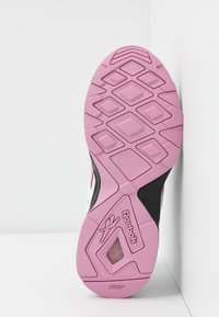 Reebok Classic - AZTREK 96 - Sneaker low - white/jasmine pink/green slate - 6