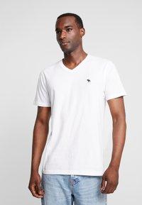 Abercrombie & Fitch - FALL FRINGE VEE 3 PACK - Basic T-shirt - grey/burgundy/white - 1