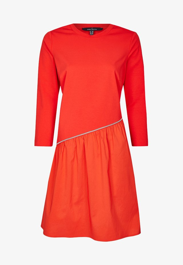 MODISCH ASYMETRISCHES - Day dress - red
