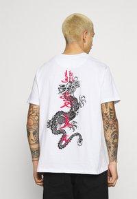 Brave Soul - FIRE - T-shirt imprimé - white - 0