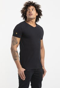 Liger - LIMITED TO 360 PIECES - Basic T-shirt - black - 3