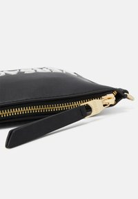Versace Jeans Couture - MEDIUM POUCHMACROLOGO - Clutch - nero - 4