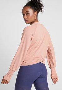 Nike Performance - MIDLAYER TWIST - Sweatshirt - rose gold - 2