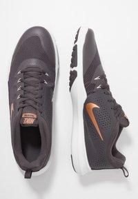 Nike Performance - LEGEND TRAINER - Træningssko - thunder grey/metallic copper/platinum tint - 1