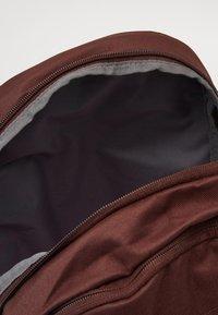 Nike Sportswear - UNISEX ELEMENTAL - Rucksack - earth/pale ivory - 2