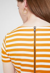 Vila - VITINNY NEW DRESS - Shift dress - golden oak/snow white - 6