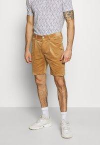 Anerkjendt - AKCARLO - Shorts - tannin - 0