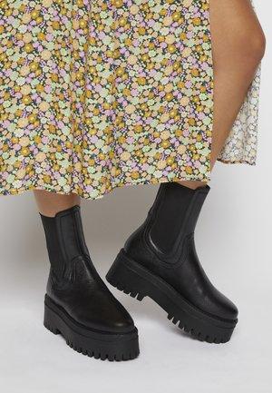 CHESSIE - Kotníkové boty na platformě - black