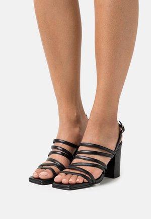 SLFROSE STRAPPY - Sandaalit nilkkaremmillä - black