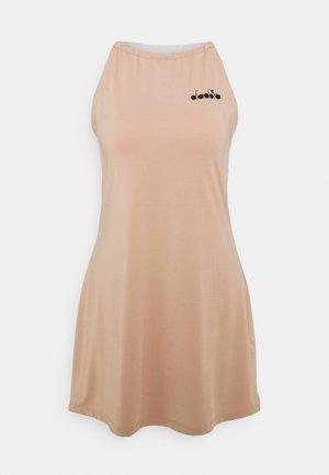 DRESS CLAY - Sports dress - mahogany rose/whisper white