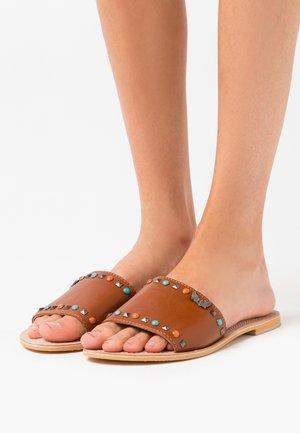 MALINI - Pantofle - tan