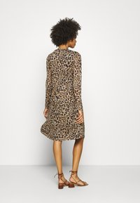 Kaffe - BANGA DRESS - Vestito di maglina - sesame/black - 2