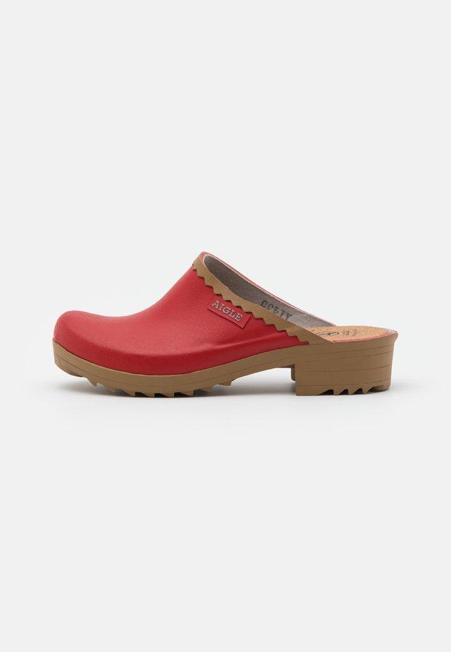 VICTORINE SABOT - Pantofle - chili