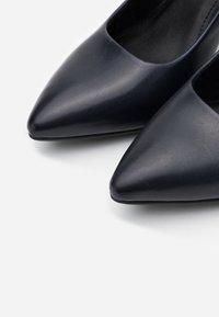 s.Oliver BLACK LABEL - Escarpins - dark blue - 5