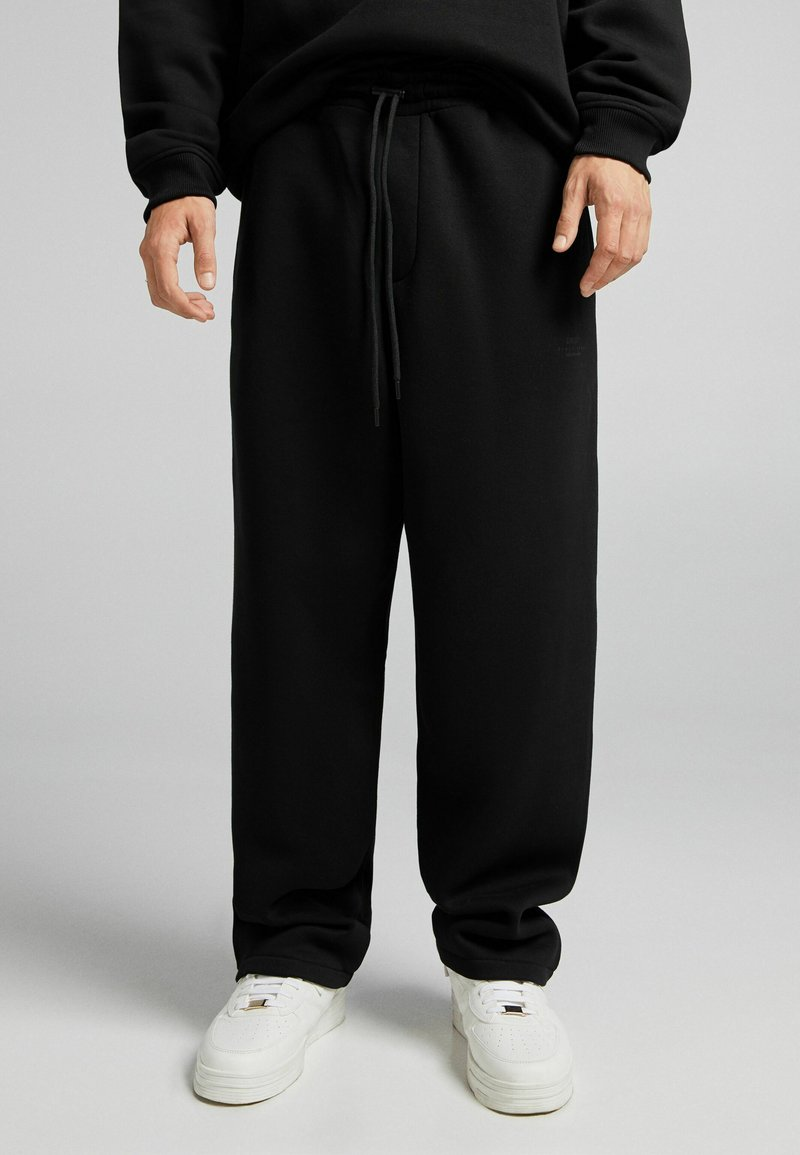 Bershka - UNISEX WIDE FIT - Pantaloni sportivi - black