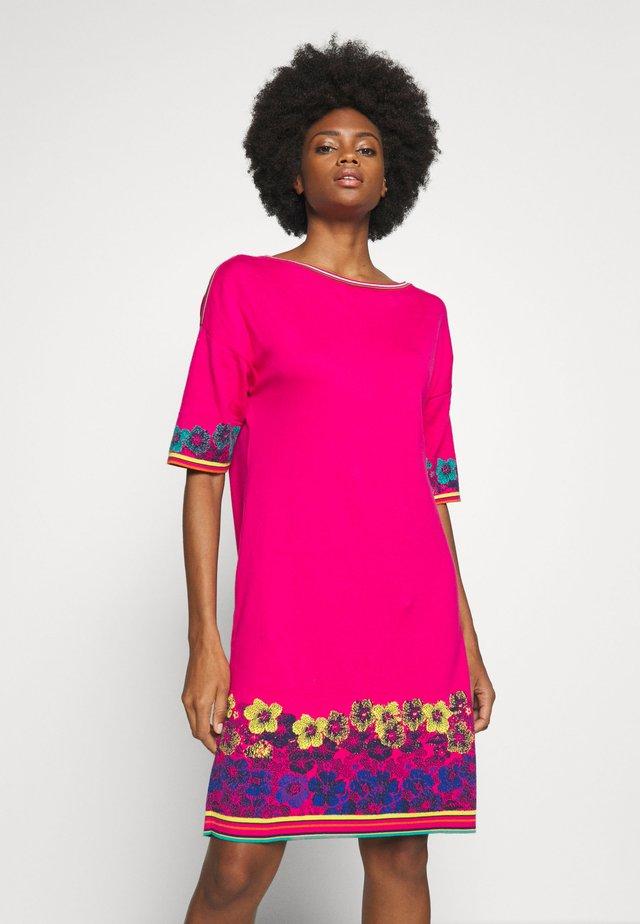 DRESS INTARSIA PATTERN - Gebreide jurk - pink