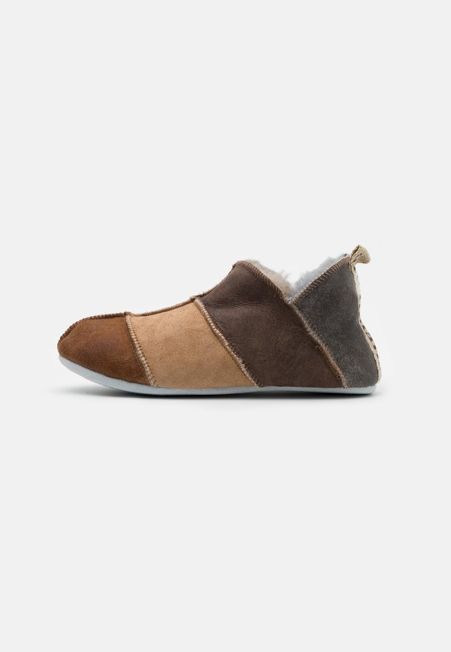 NORA MIX - Chaussons - brown