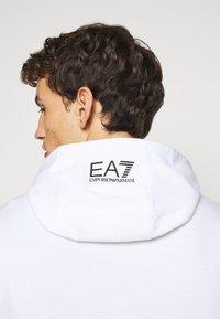 EA7 Emporio Armani - FELPA - Kapuzenpullover - white - 3