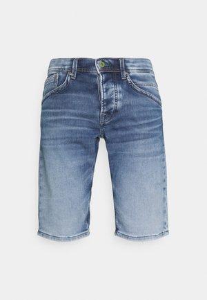 TRACK - Shorts di jeans - denim
