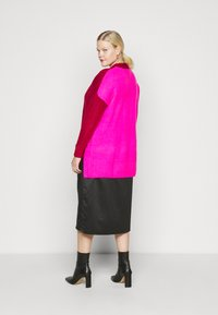 CAPSULE by Simply Be - ELEVATED ESSENTIALS VNECK - Jumper - pink/red - 2
