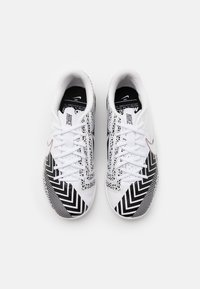 Nike Performance - MERCURIAL JR VAPOR 13 ACADEMY IC UNISEX - Indoor football boots - white/black - 3