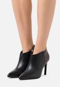 Calvin Klein - ESSENTIAL MIX - High heeled ankle boots - black/brown mono - 0
