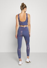 Sweaty Betty - 7/8 WORKOUT LEGGINGS - Leggings - crown blue/bronze - 2