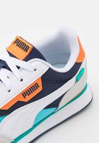 Puma - FUTURE RIDER PLAY ON PS - Zapatillas - white/blue atoll/peacoat - 5