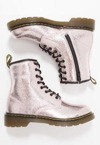 Dr. Martens - 1460 - Nauhalliset nilkkurit - pink salt crinkle metallic - 0